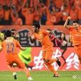 Gil, Felix Magath e a solidez defensiva do Shandong Luneng